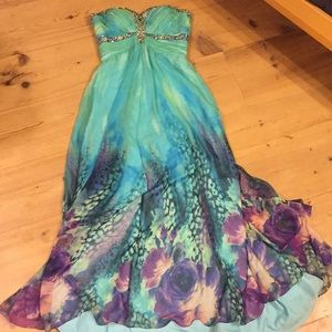 Formal occasion/ prom dress